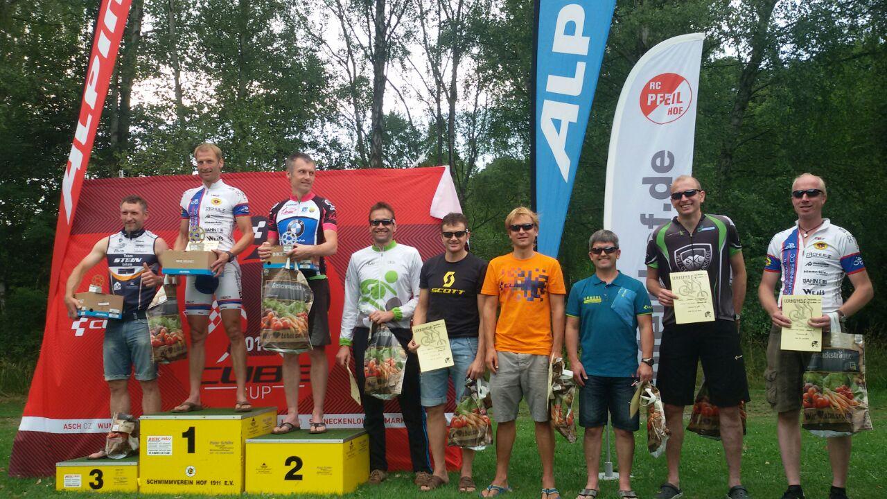 Heiner Henniger auf Platz 1 - Frank Dörfler ganz rechts bekam Preise für die Platzierung.